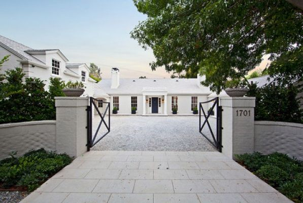 Gwenth Paltrows home in LA | House of the Week -Gwyneth Paltrow's LA house – exterior