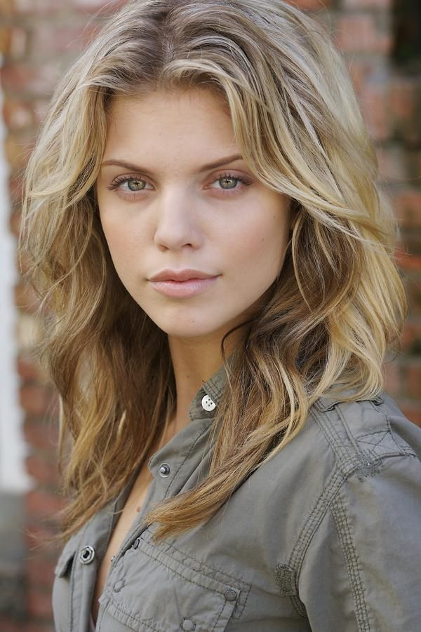 AnnaLynne McCord natural, clean makeup