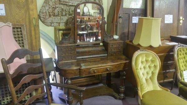 GA1157   -   English burr mahogany dressing table c1860