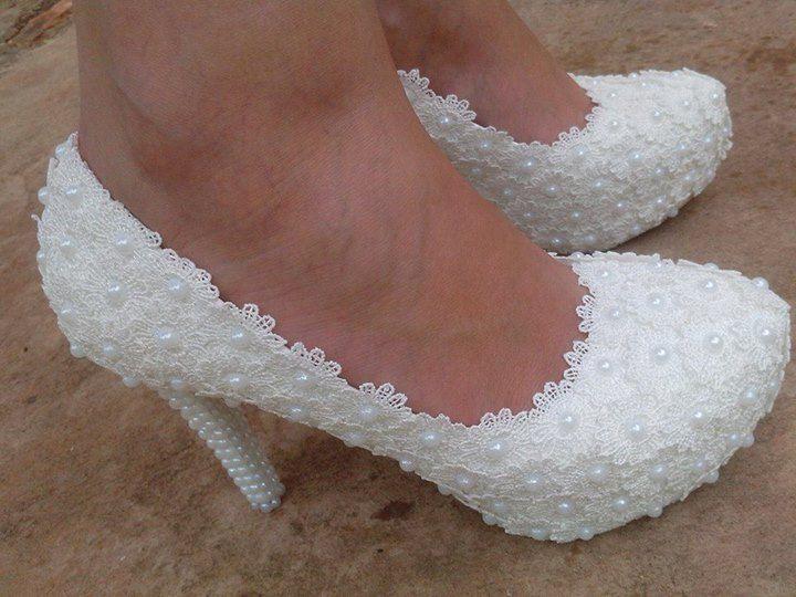 plataforma branca flor do laço sapatos de saltos altos pérolas de casamento da noiva