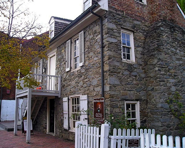 The old stone house in georgetown one of the oldest for Washington home builders