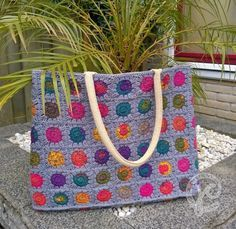 Albert - Free crochet bag pattern in Dutch by Jellina . There is a diagram of the square pattern and pictures of the finished bag.