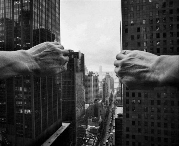 Desconcertantes fotografías conceptuales de Arno Rafael Minkkinen