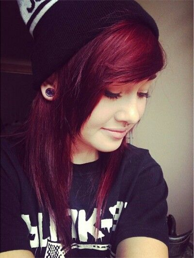 I think I want mine cut like this, in the future. I love the red on her but I can't pull off that shade. Blargh