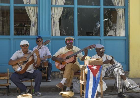Una banda cubana en una de las calles de la Habana Vieja