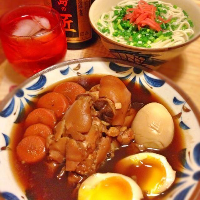 テビチと沖縄そばです。 おでんとは別にとっておいたテビチを今日は味付けて煮ました  明日はさらにピカピカフェイスです✨ - 145件のもぐもぐ - テビチ第二弾  テビチの煮付け & 沖縄そば by acchi37