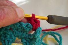 Renkli Kare Bebek Battaniyesi Yapımı ,  #anlatımlıbattaniyeörneği #anlatımlıtığişibebekbattaniyeleri #kırlentmodelleriyapılışı #örgümodelleriveyapılışları , Tığ işinden güzel bir battaniye yapımı daha. Bu modeli birçok örgü modelinde kullanıyoruz. Hırka modellerinde , battaniye modellerinde, şa...
