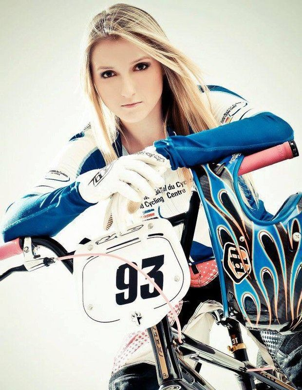 """""""Na pista não é lugar de ter frescura"""", diz Priscilla Carnaval, atleta de BMX que compete na categoria masculina"""