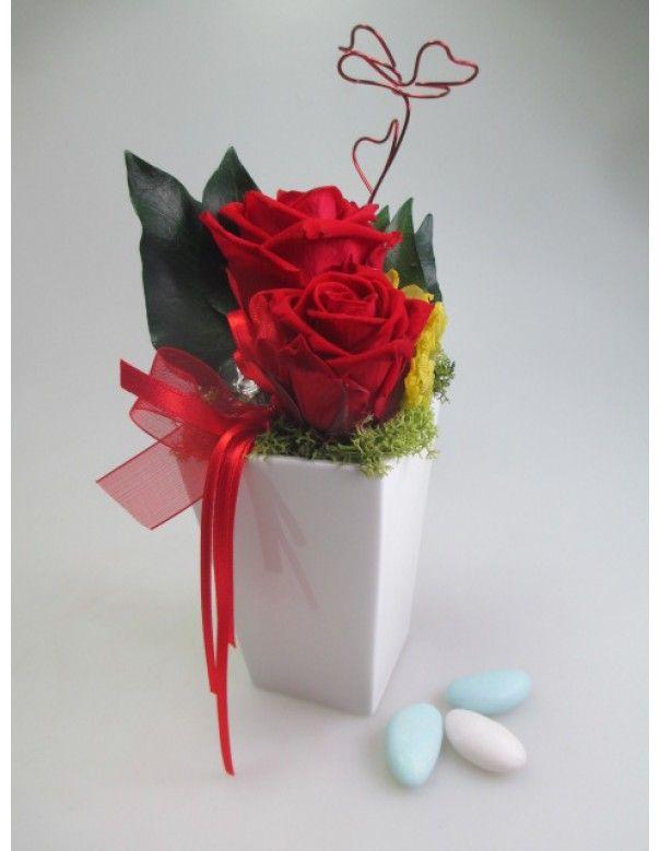 Composizione di rose stabilizzate in vaso di porcellana tipo Square euro 20,13
