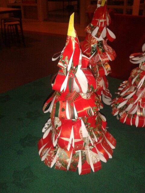 Kerstbomen van cadeaupapier