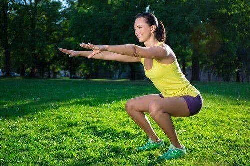 De beste resultaten om strakke benen te krijgen behaal je door regelmatig oefeningen te doen. Ga aan de slag met deze korte routine tegen huidverslapping.