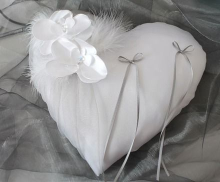 Coussin coeur réalisé en satin blanc ou ivoire (à préciser lors de la commande dans la partie message.Sans précision de votre part,le coussin sera fait en blanc et gris),organ - 8895635
