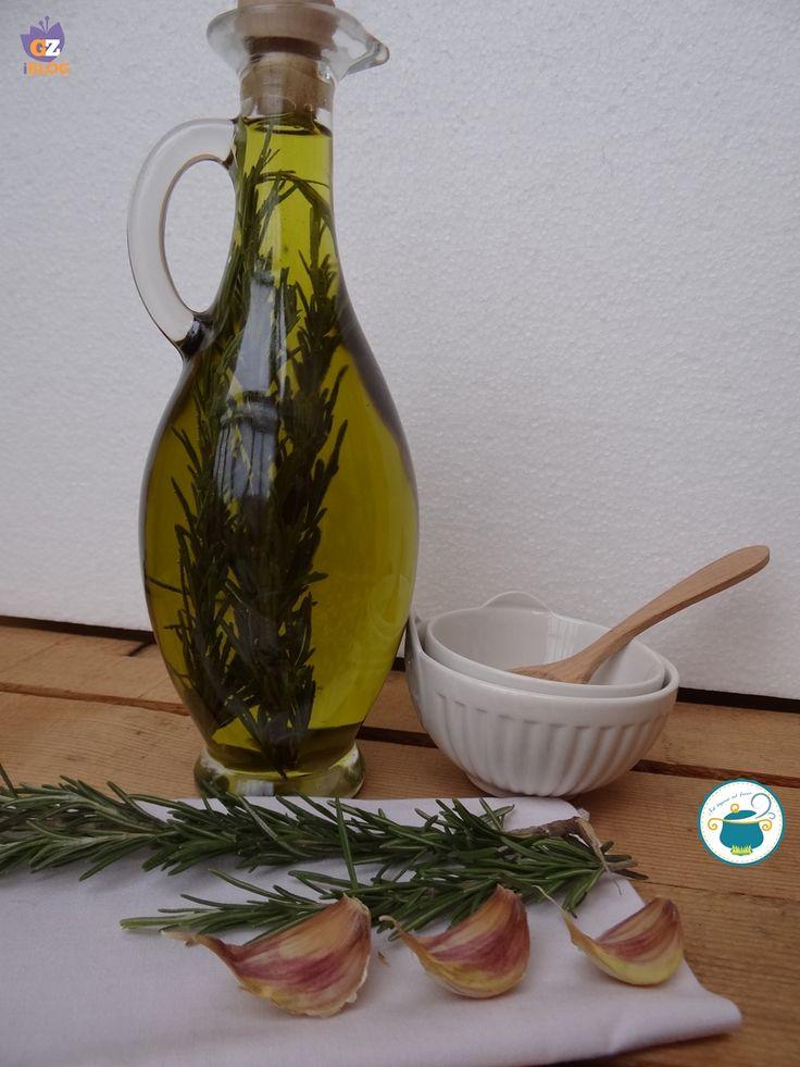 Olio aromatizzato con aglio e rosmarino