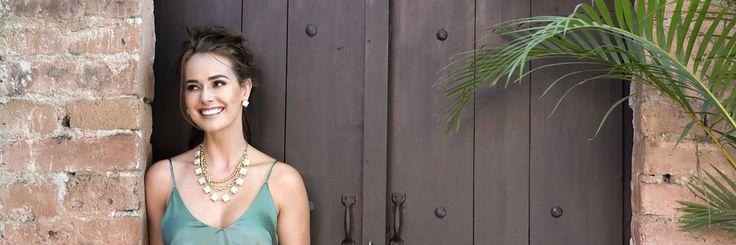 Collares cortos Los collares cortos siguen siendo uno de los favoritos de esta temporada, perfectos para usarse con una blusa delgada y camisas. El toque ideal para un vestido ligero.