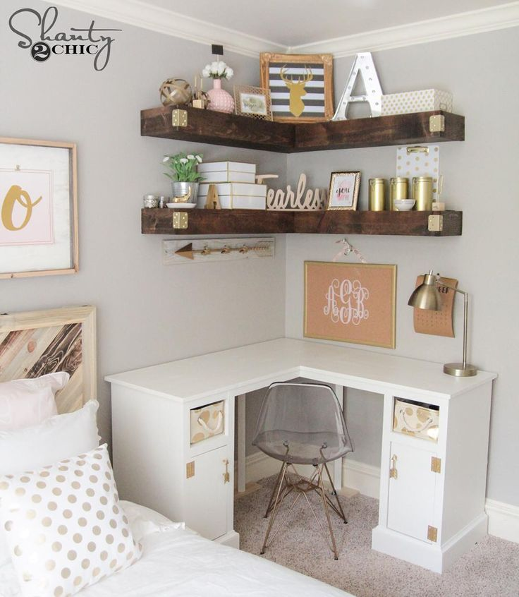 "Que sonho... amo a combinação de branco e madeira! Um cantinho do quarto, virou um home office, lindo e muito funcional!  ""Just shared the free plans for the corner desk I designed and built for oldest little lady... ❤️ Can we talk about my love of pink and gold in this…"""