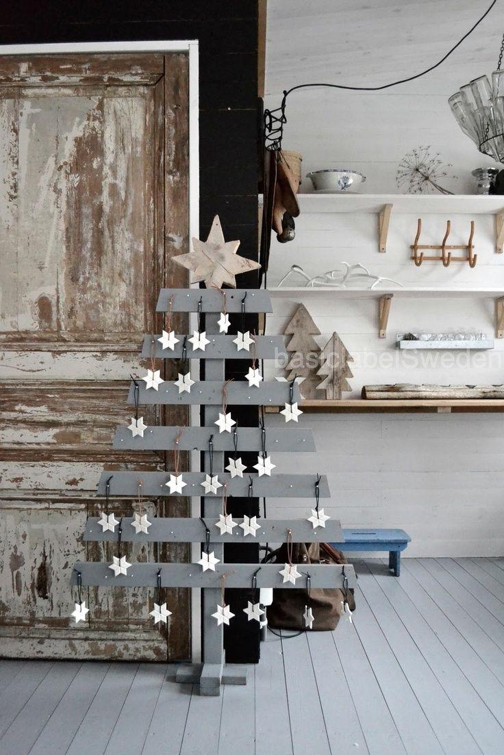 Alternative Christmas Tree. Eens een andere boom? Wat dacht je van deze boom? www.KIXX-Safety.nl voor fijne klushandschoenen.