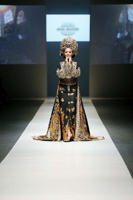 http://media.fashiongroup.com/m/1887/c2b6/4a05/a5c6/eba2/9ace/c4de/6df4/da65/24a3/700x700/24a3.JPG