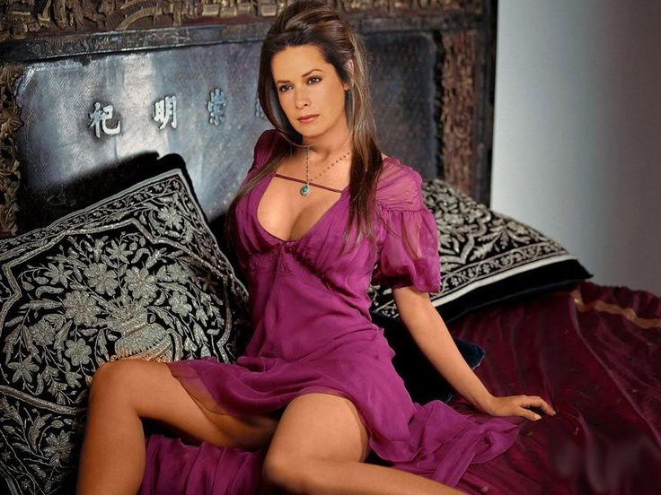 Holly Marie Combs : News, Pictures,