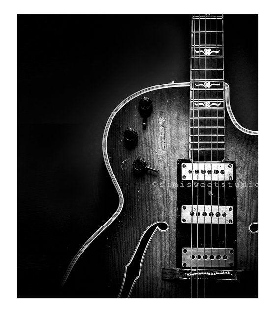 Arte de la guitarra guitarra de blanco y negro por semisweetstudios