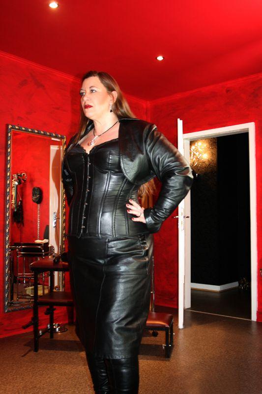 Госпожа в кожаных штанах фото, секс с девушкой с членом смотреть онлайн