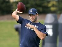 Injuries: Tony Romo (back) throws passes in practice - NFL.com