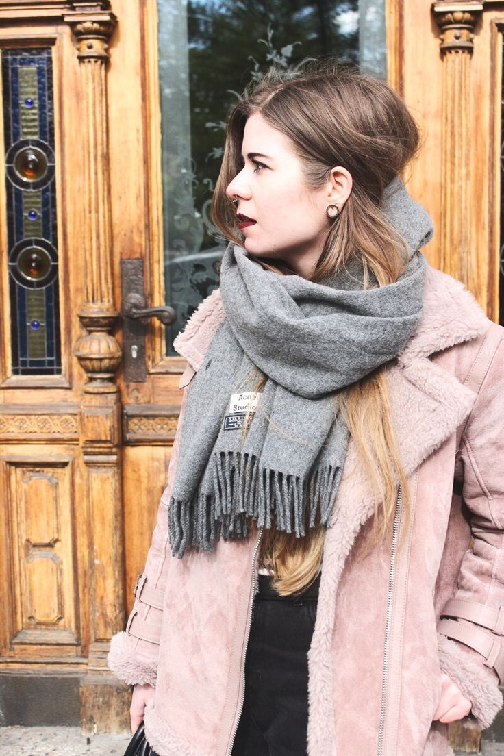 Berlin, Frühling, Outfit, Streetstyle, Dr. Martens, Fashion Blogger, Acne Scarf, Mom Jeans, Pilotenjacke, Asos