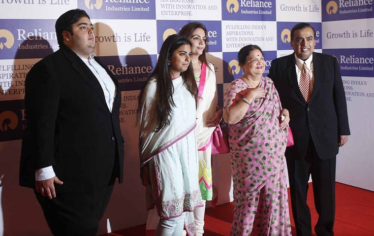 Mukesh Ambani, CMD, Reliance Industries (R) with his mother Kokila, wife Nita Ambani, Chairperson, Reliance Foundation, daughter Isha & son Anant during the Annual General Meeting of Reliance Industries in Mumbai. ■ Photo: Amit Haralkar
