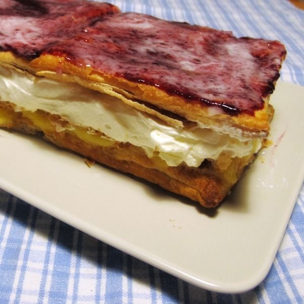Swedish Napoleon bakelse pastry with jam Helens laktosfria hembakta Napoleon bakelse