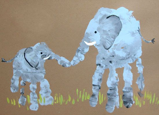 Elephant Mom And Baby Handprint, plus other cute animals to make out of hand/foot prints (Father's Day craft?)