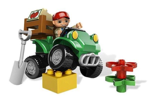 MASINA PENTRU FERMA (5645) - Setul include masina, un fermier, o cutie pentru capsuni, o lopata si multe altele ! - Masina are lungimea de peste 12 cm !