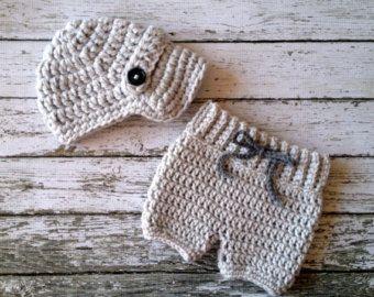 Casquillo de Newsboy Oliver con ganchillo bebé pantalones cortos/pantalones en gris pálido disponible en recién nacido a 6 meses tamaño hecho por encargo