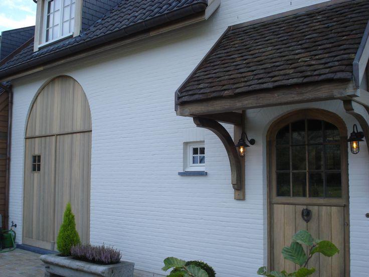 Recupan – recuperatie van dakpannen   –  Realisatie van afdakje met blauwgrijze, oude tegelpannen