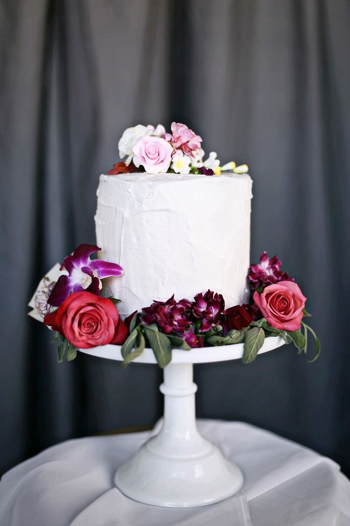 Pink & Gray Tablescape for a Celebration Dinner Party #partycake #cakewithflowers