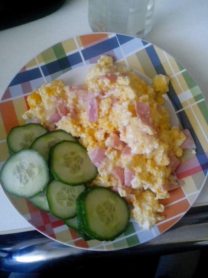 Zvířátkový den - vajíčka se šunkou a sýrem, zeleninová obloha
