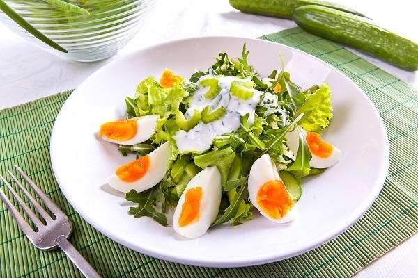 Зеленый салат с огурцами/Фото: К. Виноградов/BurdaMedia