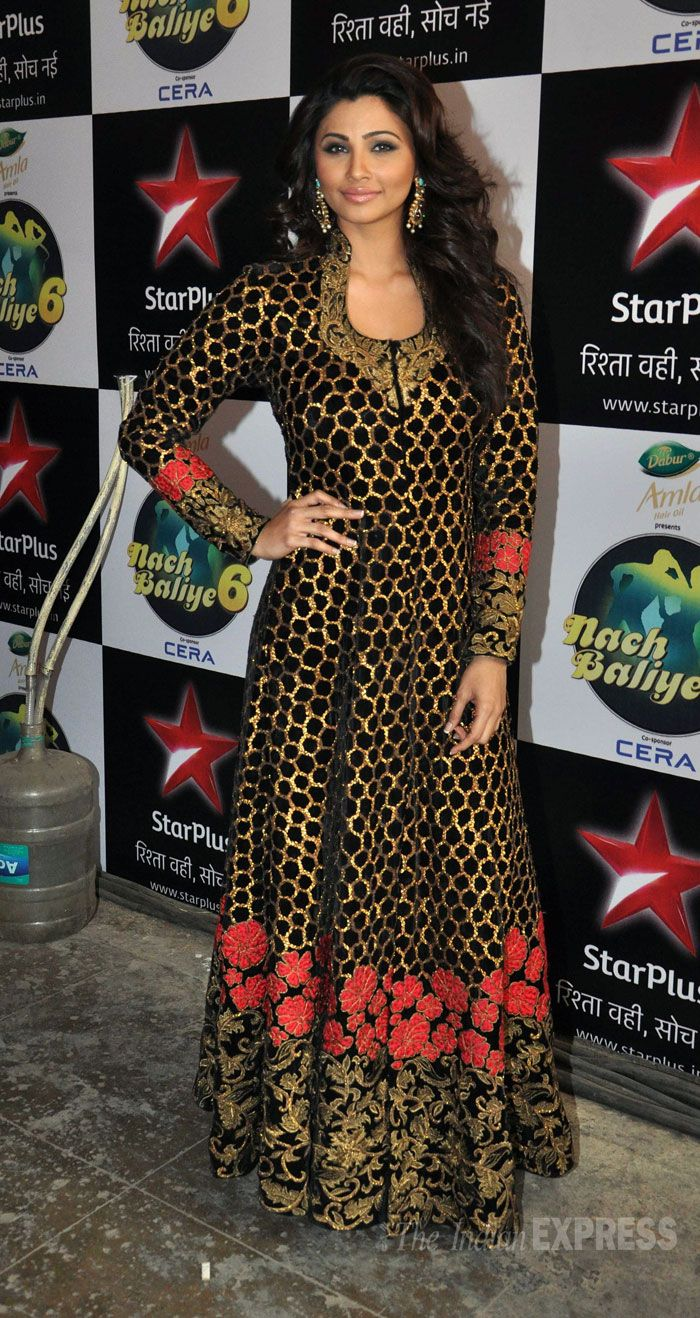 Daisy Shah pretty in a floor length black and gold anarkali. #Style
