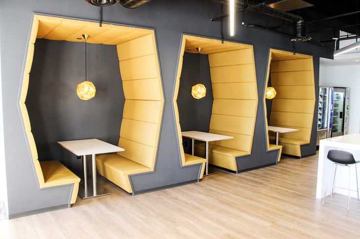 Cafe booths in JLL's refreshed HQ. Image courtesy of JLL.