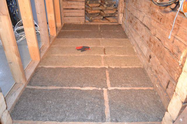 Isoleringen i golven är ju som tidigare skrivet: lin. Doftar gott  och friskt, som torkat hö.