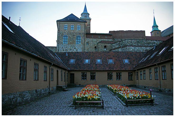 Akershus jest do dzisiaj miejscem uroczystości państwowych organizowanych przez władze Norwegii oraz główną siedzibą tamtejszego rządu.