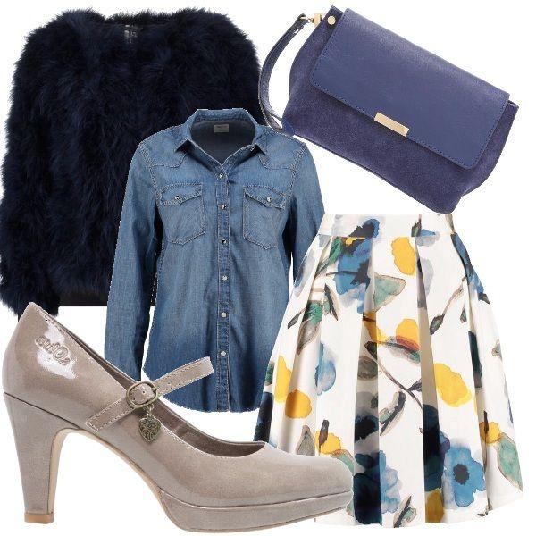 Camicia di jeans abbinata a questa gonna a pieghe con stampe floreali e giacca di pelliccia sintetica blu. Scarpa mery jane color cipria e clutch blue.