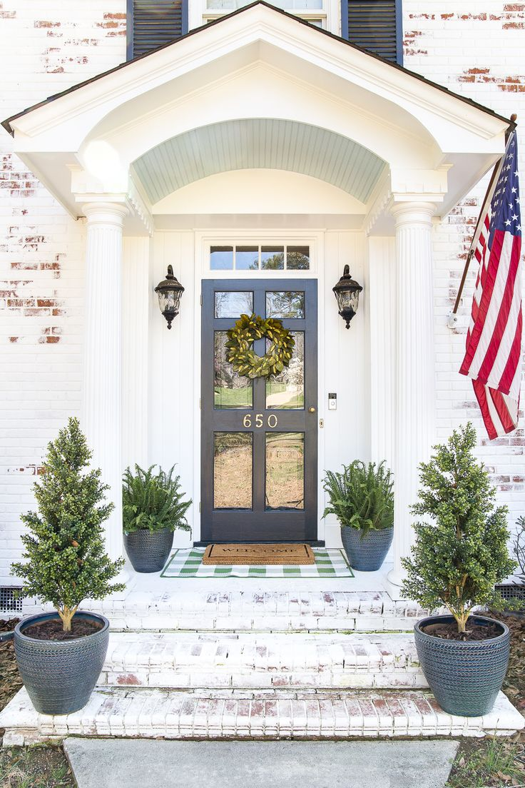 best 25 front stoop decor ideas on pinterest flower bed with rocks outdoor entryway ideas. Black Bedroom Furniture Sets. Home Design Ideas