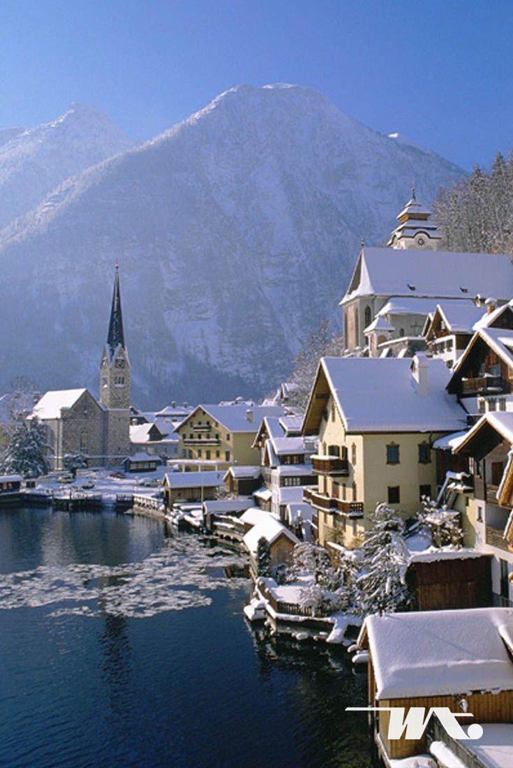 Hallstatt sebagai satu destinasi yang menunjukkan keasrian dan keindahan khas pedesaan Eropa yang mampu berasimilasi dengan dunia modern namun tetap menawan. Well, tampat ini merupakan salah satu destinasi traveling musim dingin yang luar biasa bukan?