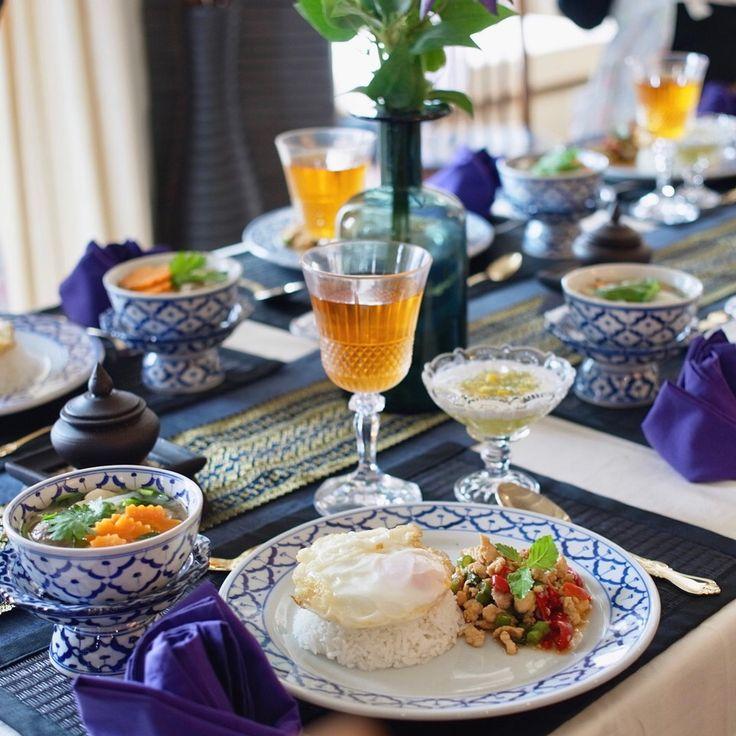 10月の初級タイ料理教室 大人気のガパオライスを作ります✨ホーリーバジルをたっぷり入れるので、とっても本格のガパオライスをご紹介します今月の空き状況を更新したので、体験レッスンにご興味がある方、ぜひHPを見てくださいね〜❤️ . . . #タイ料理 #タイ料理教室 #タイ料理レッスン #料理教室 #クッキング #クッキングラム #エスニック料理 #アジア料理 #ガパオライス #おうちごはん #パッガパオ #美味しい #習い事 #夕食 #テーブルコーディネート #フードスタイリング #フードコーディネーター #sirikitchen #gapao #spicy #thaifood #cookingschool #cookingram #yummy #tablesetting #foodstyling #ผัดกะเพรา #อร่อย #ホーリーバジル #ハーブ