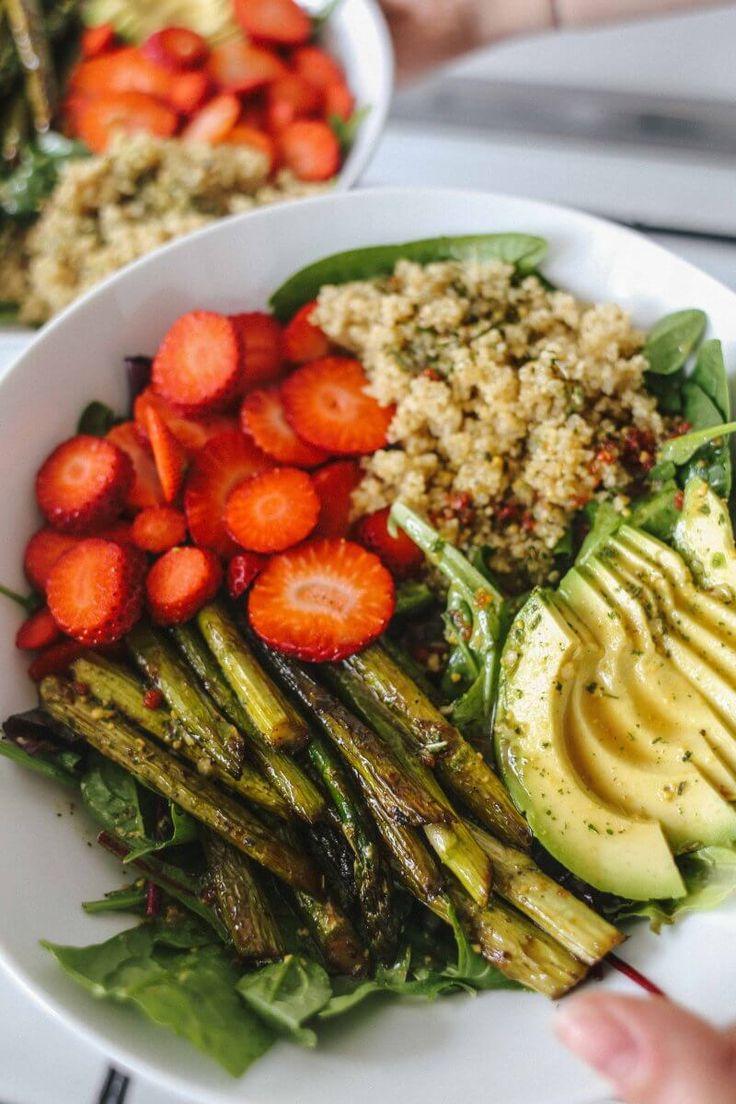 Salat mit karamellisiertem grünen Spargel und Erdbeeren – doandlive.de