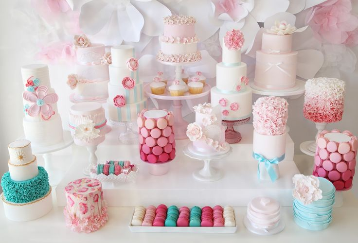 Amazing cakes and backdrop