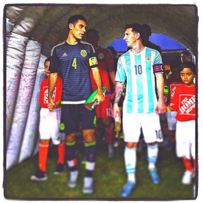 Rafa Márquez y el 'Chicharito', felices de reencontrarse con Messi