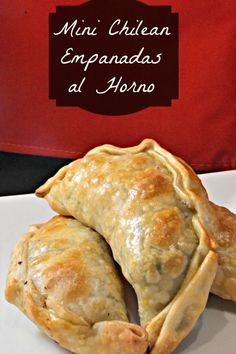 Mini Chilean Empanadas al Horno {Oven-Baked Turnovers}. These have meat, olives, raisins, and egg inside! So yummy!