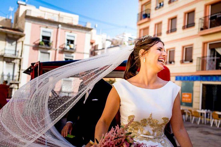 Vestidos de novia de alquiler consejos e ideas. Os recomendamos algunas de las mejores tiendas de alquiler de vestidos de novia en España. Vestidos y trajes de novia para alquilar. Alquila tu vestido de novia. Vestidos de novia prestados. Alquiler de trajes de novia para tu Boda