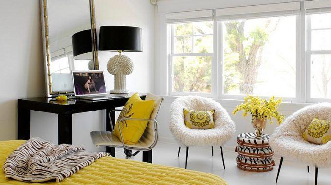 Nu we toch in de lente stemming zijn, denken we natuurlijk meteen aan al die vrolijke kleuren die daarbij horen. Wat te denken van bijvoorbeeld geel? Geel is onder de kleuren immers het zonnetje in huis. Wat de reden daarvan is? Geel is de kleur die voor ruimte, licht en energie zorgt. Toch is geel vooral een bijkleur, gebruik geel dan ook niet als voornaamste kleur in een ruimte. Je hoofd kan daar immers niet goed tegen, zo zorgt geel — ondanks de vele voordelen — ook voor verwarring. Maar…