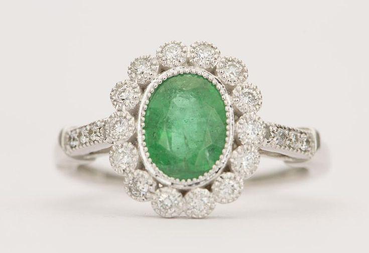 1.81ctw Smaragd und Diamant Halo Jakobsmuschel Milgrain Edge 18 Karat Gold Verlobungsring AD1653